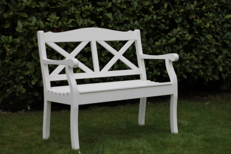 wetterfeste gartenbank wei lackiert aus hartholz friesenbank wetterfest holz wei. Black Bedroom Furniture Sets. Home Design Ideas